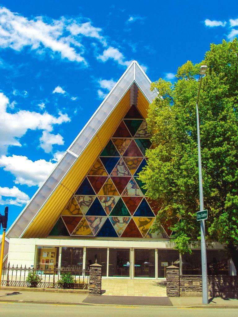 Catedral reciclada de cartón