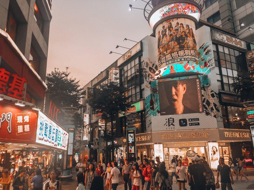 Ximending al caer la noche - Que ver en Taipei